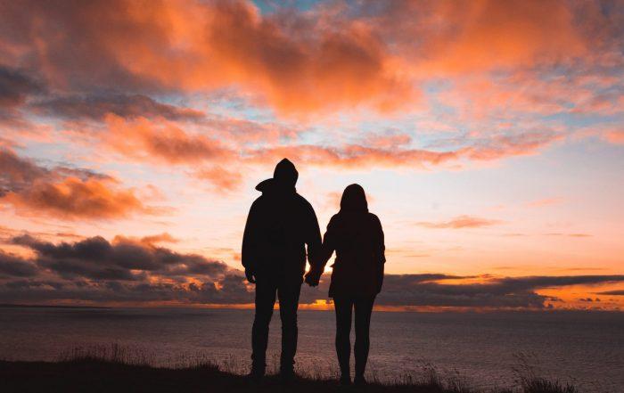 man-woman-horizon-conversation